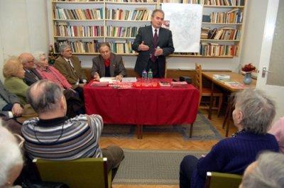 Thürmer Gyula a munkáspárt irodájában
